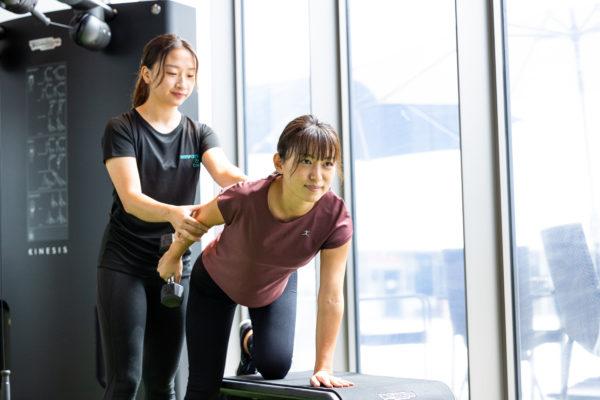 女性モデルのトレーニング風景